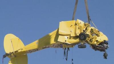 Retiran los restos de la avioneta que se estrelló contra un edificio de apartamentos en Fort Lauderdale