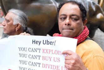 """""""Trabajadores, no esclavos"""": conductores de Uber y Lyft protestan por mejores salarios en distintas partes del mundo (fotos)"""