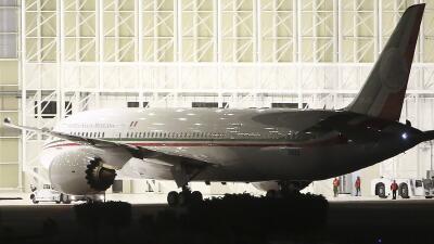 Llega a México el polémico avión presidencial