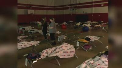 Las intensas lluvias e inundaciones en Texas obligan a decenas de jóvenes en Cleveland a pasar la noche en su escuela