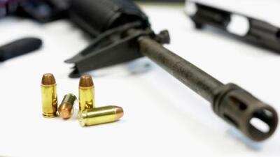 Confiscan un arsenal valorado en $55,000 en la casa de un alto mando policial en California