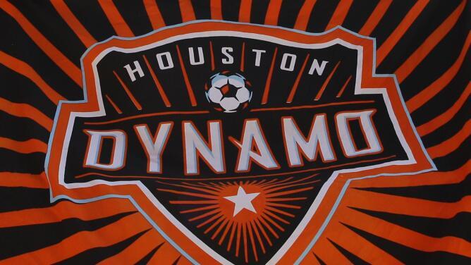 ¿Tienes un hijo que ama el fútbol? El club Houston Dynamo ofrece programas gratuitos desde casa