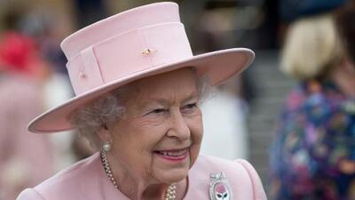 Este esmalte de uñas es el favorito de la reina Isabel y solo cuesta 9 dólares