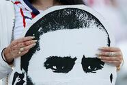 Soccer Football - Club World Cup - Match for fifth place - Esperance Sportive de Tunis v Guadalajara - Hazza Bin Zayed Stadium, Al Ain City, United Arab Emirates - December 18, 2018 A fan displays a face banner before the match REUTERS/Andrew Boyers