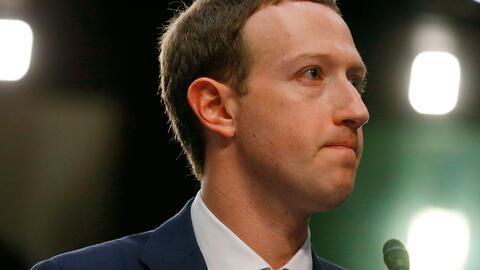 """""""Fue un gran error"""": Zuckerberg pide perdón ante Senado por filtración de datos de usuarios de Facebook"""