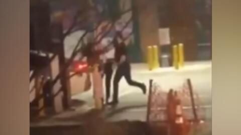Un hombre blanco armado golpea a una mujer negra y la policía la acusó a ella por dañar su auto