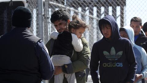 """Critican al gobierno de México por """"ceder"""" a las presiones de Trump en torno al tema de los migrantes que buscan obtener asilo en EEUU"""
