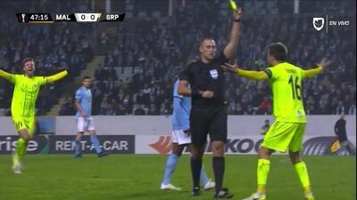 Tarjeta amarilla. El árbitro amonesta a Joachim Thomassen de Sarpsborg 08
