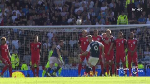 Escocia le dio cátedra de tiros libres a Inglaterra en solo 3 minutos