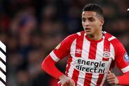 Campo rival ovaciona a jugador del PSV por la muerte de su padre