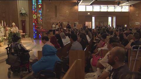 Feligreses en La Villita se reúnen en una emotiva misa de Domingo de Pascua para renovar su fe