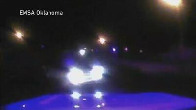 Una ambulancia capta en video su propio accidente en Oklahoma City