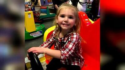Esta niña es una de las afectadas por la mielitis flácida aguda: así fueron sus síntomas