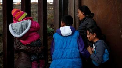 En un minuto: Un grupo de la caravana pide a EEUU $50,000 por persona para su regreso