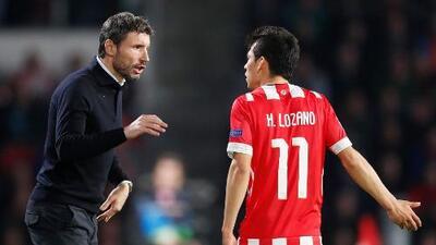 """Van Bommel: """"Lozano salió porque no hizo lo que le pedimos"""""""