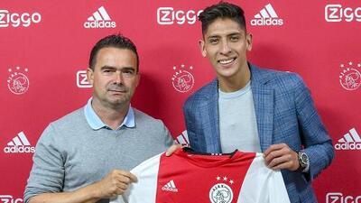 Edson Álvarez ya firmó y posó con la playera del Ajax