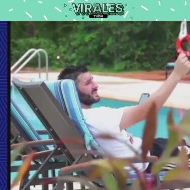 André-Pierre Gignac se relaja cantando con banda mexicana