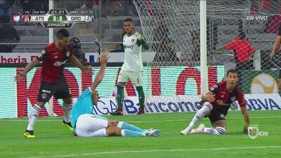 Escalofriante lesión de Diego Novaretti en el tobillo