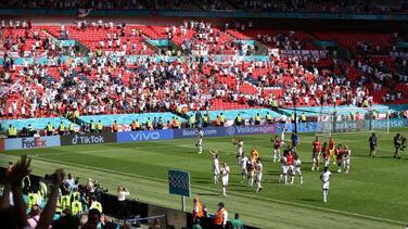Un aficionado en estado grave tras caerse de la grada de Wembley