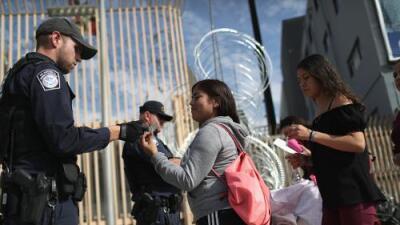 """Los californianos no quieren el muro, pero ven la inmigración ilegal como un """"problema grave"""": estudio"""