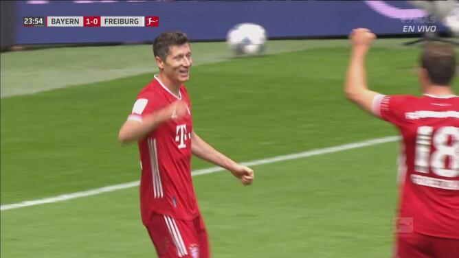 ¿Error del portero o acierto de Lewandowski? El polaco logra el 2-0 gracias a un rebote