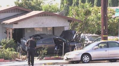 Accidente vehicular en Santa Ana deja una persona en estado crítico y una vivienda destrozada