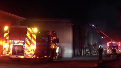 Fuego afecta un negocio que operaba en almacén al noroeste de Dallas