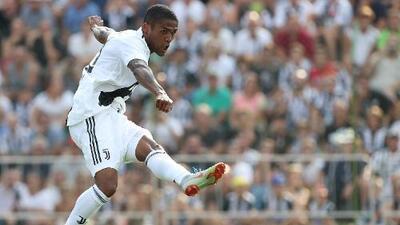 Douglas Costa es suspendido cuatro partidos por escupirle a un rival