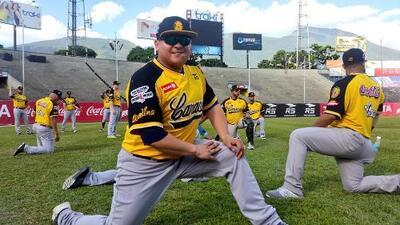 Peloteros extranjeros de los Leones del Caracas abandonan Venezuela