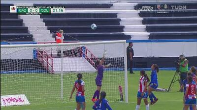 Cruz Azul por poco sorprende a Chivas en un tiro libre