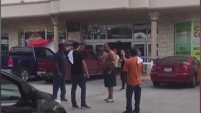 En video: Pelea en una gasolinera de Dallas por falso rumor de escasez de combustible