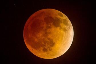 Impresionantes imágenes del eclipse lunar