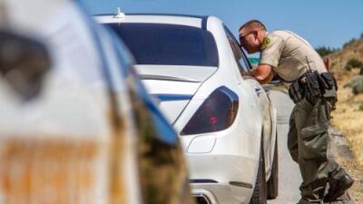 En busca de droga de los carteles, el Sheriff de Los Ángeles detuvo a miles de conductores hispanos inocentes