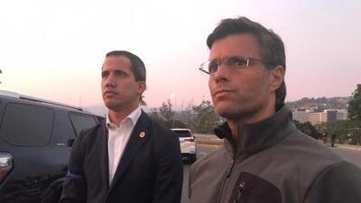 El poderoso símbolo que es Leopoldo López en la calle al lado de Juan Guaidó
