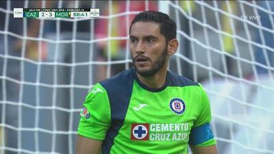 Corona mantiene viva las esperanzas de Cruz Azul y detiene un penal