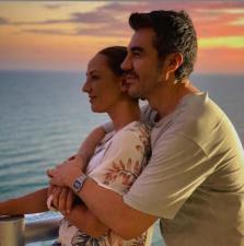Consuelo Duval celebra 20 años de amistad con Adrián Uribe