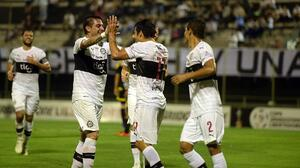 Olimpia golea 4-0 al Táchira demasiado tarde en Copa Libertadores