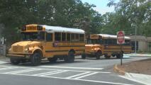 Madre hispana pide justicia luego de que su hijo fuera agredido en el autobús escolar