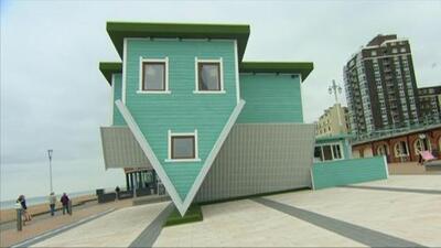 Una casa con el inodoro en el techo, ¿te atreverías a vivir en esta 'casa invertida'?