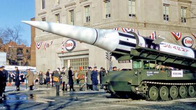 Las inusuales muestras del poderío militar de EEUU en su territorio: cuando tanques, misiles y tropas han desfilado por las calles (fotos)