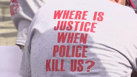 """Marcha en contra de la """"brutalidad policial"""" se toma las calles de Dallas"""