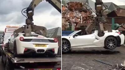 Si no quieres llorar, no mires: así destrozan un Ferrari 458 Spider en un minuto