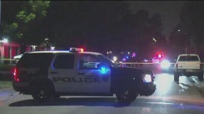 Autoridades encuentran a dos hombres muertos por impactos de bala en una vivienda