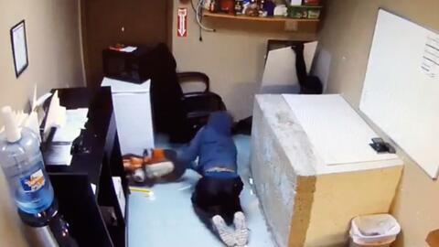 Video muestra la forma como opera un grupo delictivo para robar negocios