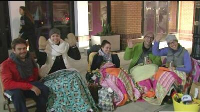 Familias acampan para poder ver el Desfile de las Rosas