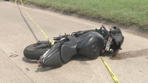 Dos personas mueren en Irving en un accidente entre una motocicleta y un remolque