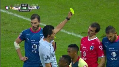 Tarjeta amarilla. El árbitro amonesta a Marcelo Barovero de Monterrey