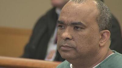 El pastor Gregorio Martínez se presentó ante un juez al ser acusado de haber abusado de dos hombres en el 2009