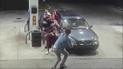 Intentó robar a cuatro jóvenes pero ellos lo acorralaron y le dieron una sorpresiva paliza