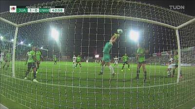 ¡Impiden el gol como sea! Enredo en el área de Juárez y Pumas cerca del empate